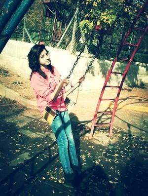 Yusra Mardini durante a adolescência em Damasco, na Síria (Foto: Reprodução/Facebook)