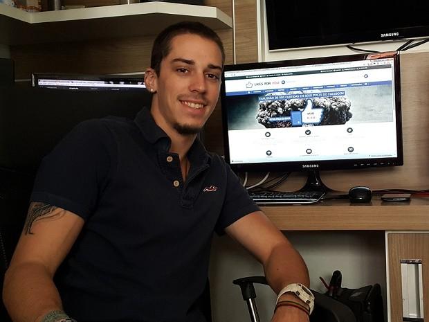 O desenvolvedor de sistemas Daniel Curado, de 24 anos, que criou empresa em Brasília para vender popularidade na web (Foto: Raquel Morais/G1)