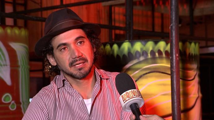 Kobra fala de desafios enfrentados para pintar muros e prédios (Foto: TV Bahia)