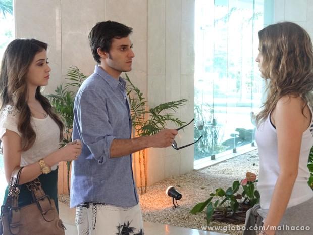 Sem noção!!! Martin discute com nita na portaria do prédio. (Foto: Malhação/ TV Globo)