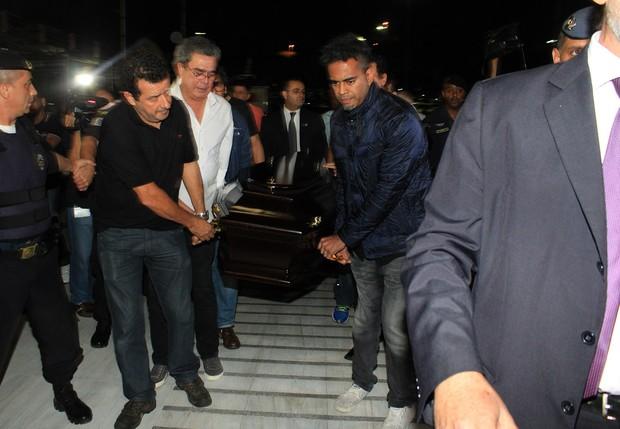 Caixão de Jair Rodrigues chega para velório (Foto: Celso Tavares/EGO)