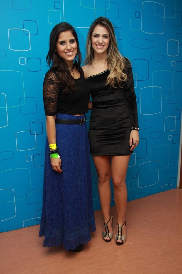 Jade Magalhães, namorada de Luan Santana, posa com Camilla Camargo (Foto: Graça Paes/Foto Rio News)