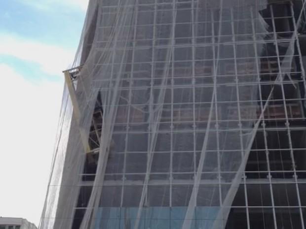 Andaime caiu quando operários estavam no nono andar (Foto: Fabiano Correia/Divulgação)