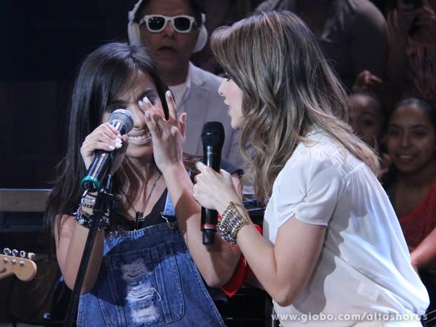 Cantora não segura as lágrimas ao realizar um sonho no programa (Foto: TV Globo/Altas Horas)