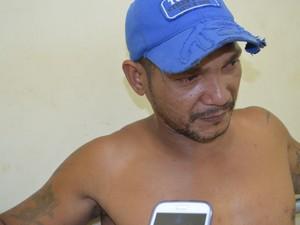Pitoco estava escondido na casa da irmã (Foto: Francisco Rocha/G1)