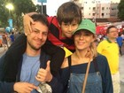 Carolina Dieckmann vai com a família ver estreia da Argentina na Copa
