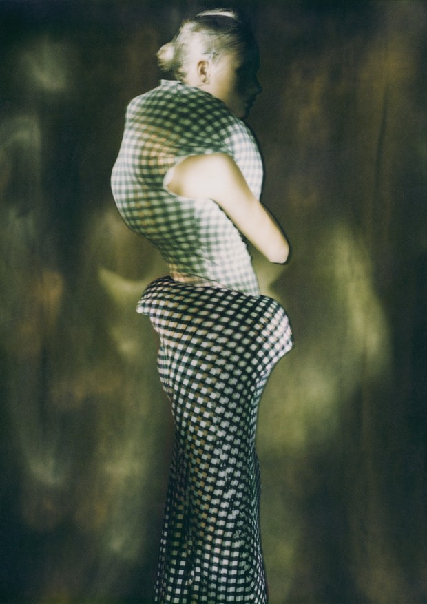 """Body Meets Dress - Dress Meets Body"" Spring1997 (Foto: Paolo Roversi/Courtesy of The Metropolitan Museum of Art)"