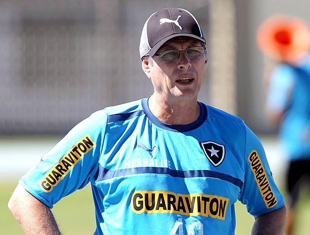 Oswaldo de Oliveira no treino do Botafogo (Foto: Cezar Loureiro / Agência O Globo)