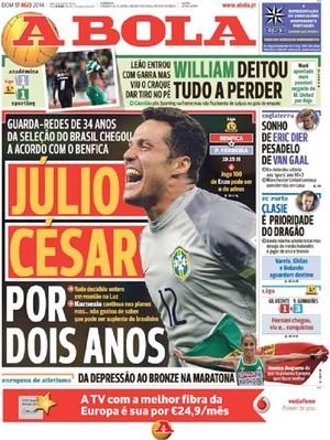 """Capa do jornal """"A Bola"""" com o acerto entre Julio César e o Benfica (Foto: Reprodução do jornal A Bola)"""