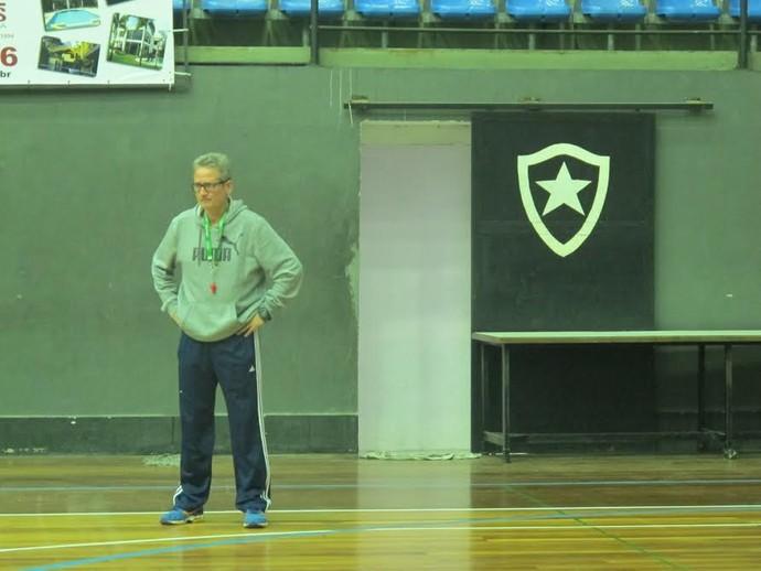 Técnico do Botafogo, Márcio Andrade acredita que presença do clube no Estadual pode ajudar a resgatar o basquete carioca (Foto: Marcello Pires)