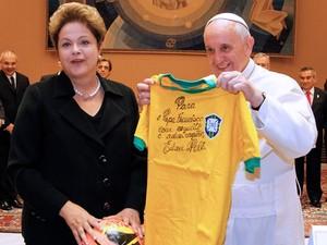 Papa Francisco encontra Dilma em fevereiro de 2014 no Vaticano (Foto: Roberto Stuckert Filho/PR)