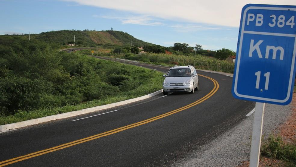 PB-384 é uma rodovia de 25 km de extensão que liga São José de Piranhas a Carrapateira (Foto: Francisco França/Secom-PB)