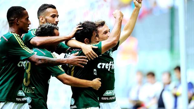 Robinho comemora gol do Palmeiras contra o Audax-SP (Foto: Marcos Ribolli)
