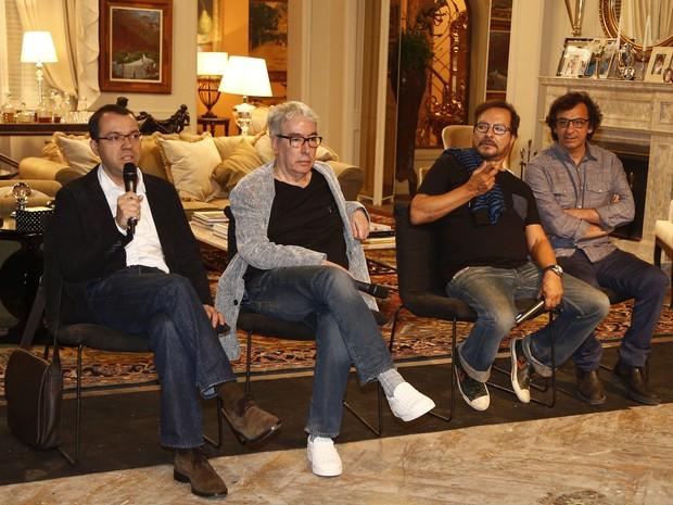 Os autores Mário Teixeira e Alcides Nogueira, o diretor de núcleo Wolff Maya e o diretor geral Carlos Araújo  (Foto: Raphael Dias / Gshow)