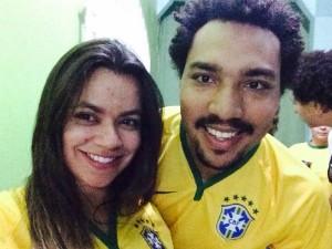 Ian Marques e Janaína Santos comemoraram a data assistindo o jogo de abertura da Copa. (Foto: Ian Marques / VC na Inter TV)