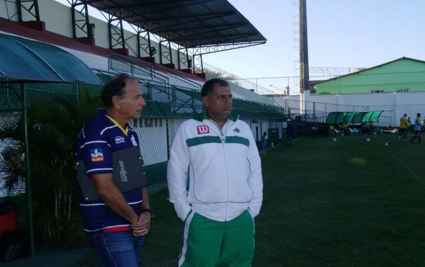Gerson Andreotti, técnico do Macaé, e Toninho Andrade, técnico da Cabofriense (Foto: Andreia Maciel/Divulgação)