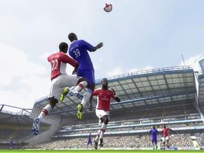 Jogando FIFA 2010.