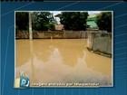 Limpeza é feita em Itaperuna, RJ, após forte chuva no domingo