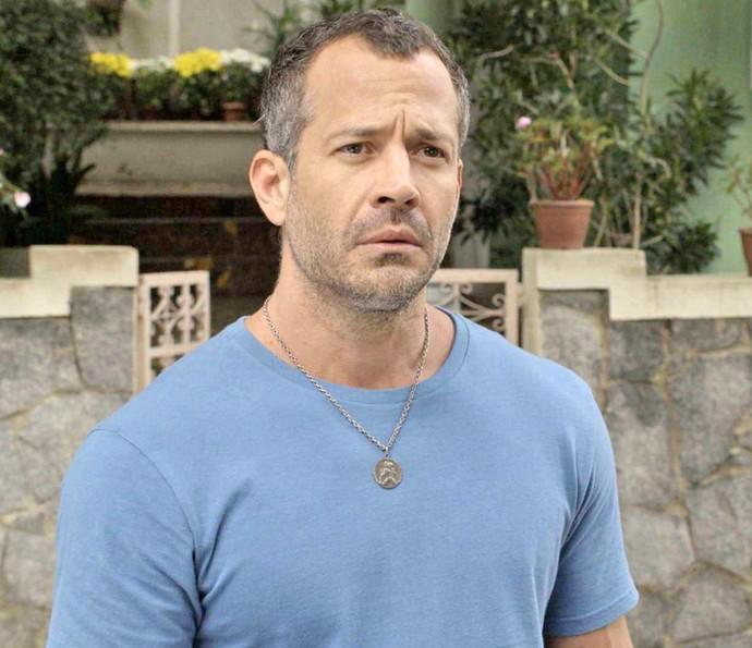 Apolo não esconde a surpresa ao encontrar Tancinha e Beto juntos (Foto: TV Globo)