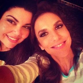 Ivete Sangalo e Fabiana Karla em churrascaria no Rio (Foto: Instagram/ Reprodução)