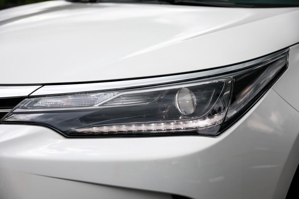 Luz diurna de rodagem (DRL) é um filete de lâmpadas, de LED ou não, perto dos faróis (Foto: Fabio Tito/G1)