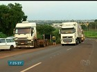 Caminhoneiros bloqueiam rodovias federais durante protesto em Goiás