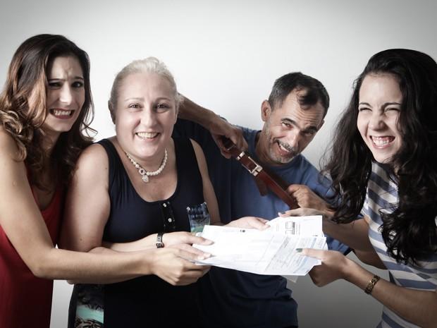 Família tem costume de decidir em conjunto como e quando gastar dinheiro (Foto: Caio Kenji/G1)
