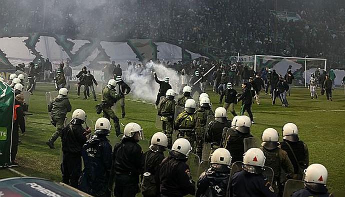 confusão Panathinaikos x Olympiacos (Foto: Divulgação / Site Oficial)