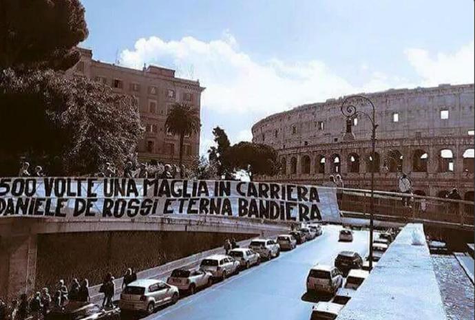 faixa de Rossi coliseu 500 jogos Roma (Foto: Reprodução/Twitter)