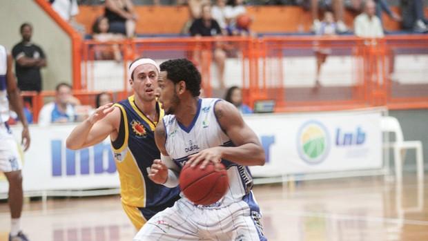 Ronald Ramon São José x  Limeira (Foto: JB Anthero / Divulgação)