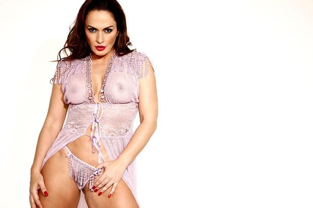 Núbia Óliiver posa sensual aos 42 anos (Foto: Marco Máximo/R2assessoria/Divulgação)