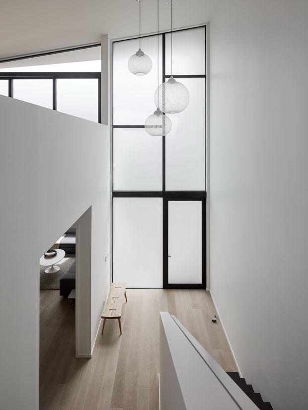 Casa de 260 m² é feita com orçamento justo em terreno estreito (Foto: Joe Fletcher Photography/Divulgação)