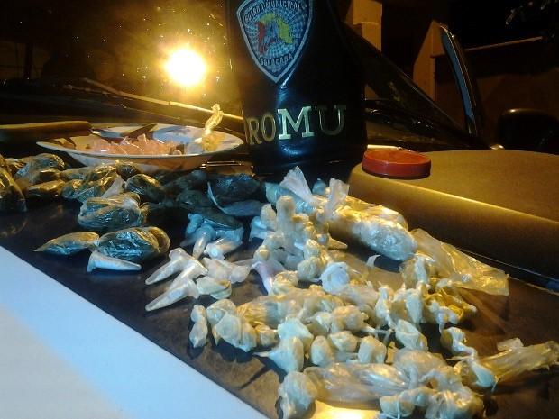 Foram encontradas 190 porções de crack e 43 de maconha. (Foto: Divulgação/Guarda Municipal)