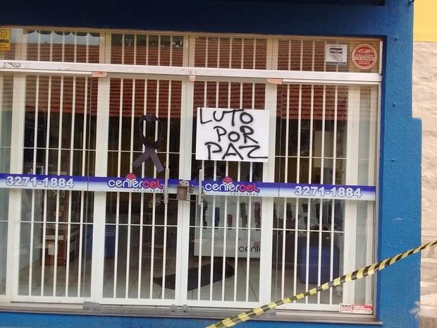 Loja onde comerciante foi assassinado em Pitangui (Foto: Thiago Carvalho/G1)