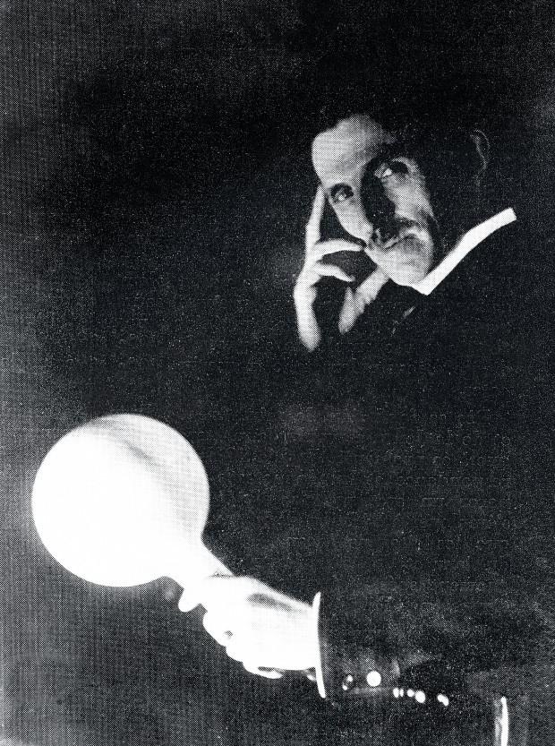 GÊNIO SOLITÁRIO O inventor Nikola Tesla em retrato de 1890. Apesar da importância de suas descobertas, morreu sozinho e falido (Foto: Abre Roger-Viollet/AFP)