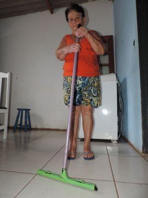 Dona Benê aguarda aposentadoria (Foto: Renata Marconi/G1)