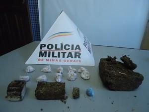 Drogas apreendidas na ocorrência (Foto: Assessoria Polícia Militar)