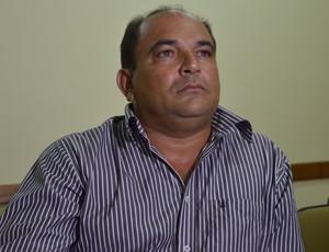 Luiz Fernando entregou o ofício de desistência (Foto: Felipe Martins/GLOBOESPORTE.COM)