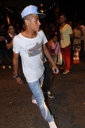 Neymar em restaurante em São Paulo (Foto: Leo Franco e Thiago Duran/ Ag. News)