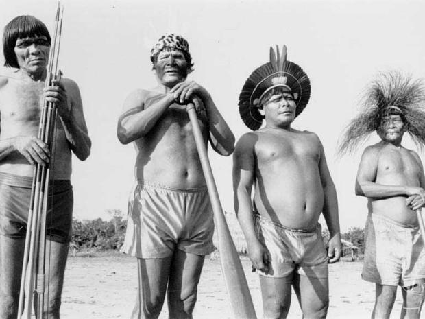 Índios Panará em imagem de 1994. (Foto: Aílton Costa/Instituto Socioambiental)