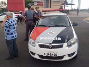 Empresário foi rendido por homem armado em shopping (Foto: Moisés Soares/ TV TEM)