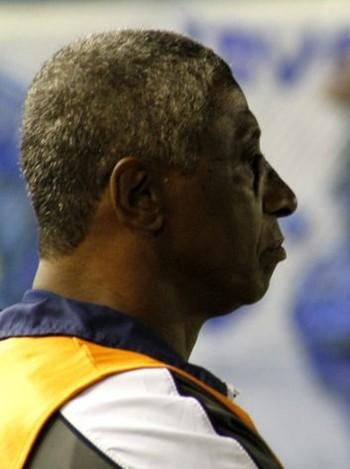 Julio Marinho, técnico do Goytacaz (Foto: Carlos Grevi / Agência Ururau )