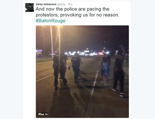 """Manifestante publicou vídeos do protesto em Baton Rouge e acusou a polícia de violência e provocação """"sem nenhuma razão"""" (Foto: Reprodução / Twitter)"""