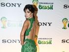 Vera Viel aposta em look decotado para jantar de gala no Rio