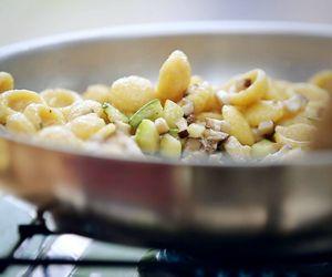 Macarrão de milho com ragu de cogumelos