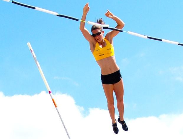 Fabiana Murar no treino de salto de vara (Foto: Rodrigo Iglesias / BM&FBPVESPA)