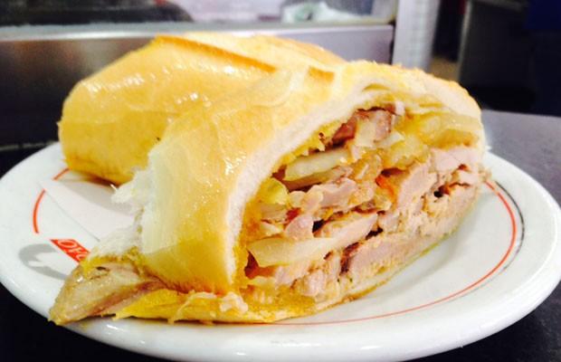Sanduíche de Pernil do Estadão Bar e Lanches (Foto: Daniela Braun/G1)