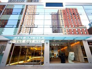 Fachada do hotel The Out NYC, em Nova York, voltado para o público gay (Foto: Divulgação/Trivago)