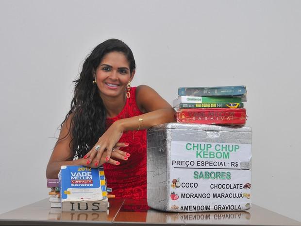 Chup-chup leva estudante de Direito de volta à faculdade no Espírito Santo (Foto: Marcelo Prest/A Gazeta)