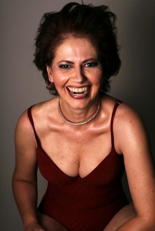 Aos 51 anos Narjara exibe ótima forma física  (Foto: Vinicius Bertoli)